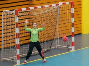 Emma Kuhn, gardienne des 13 ans féminines, très en forme actuellement.