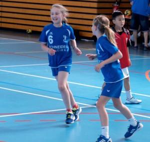 les enfants de l'école de hand de Wissembourg lors du tournoi de dimanche.